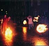 Шотландия: Фестиваль огненных шаров в Стоунхэвене