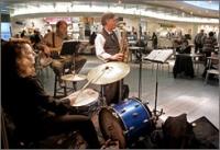 США: Живые концерты в аэропорту